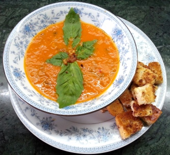 Tomato and Basil Soup with Garlic Croutons | blehlovesfood